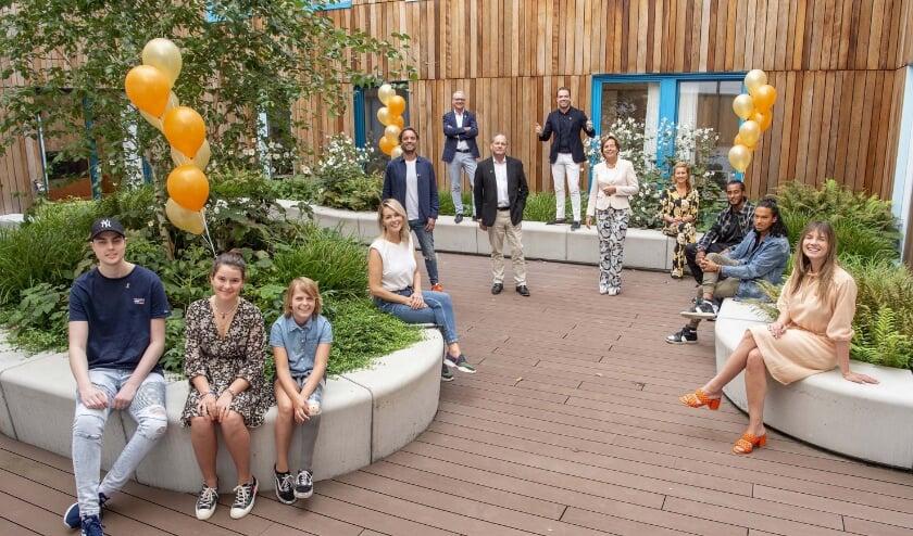 <p><em>Bovenste rij v.l.n.r.: Rob Pieters (Raad van Bestuur), Robert Doornbos. T</em><em>weede rij v.l.n.r.: Bas Smit, Lex Eggermont (Raad van Bestuur), Gita Gall&eacute; (Raad van Bestuur), Lot Jens (Foundation).&nbsp;</em><em>Derde rij v.l.n.r.: Chantal Janzen, Sunnery James, Ryan Marciano, Maan.&nbsp;</em><em>Voorste rij v.l.n.r.: Luke, Yuna en Jitte.&nbsp;</em>Foto: Patrick van Emst</p>