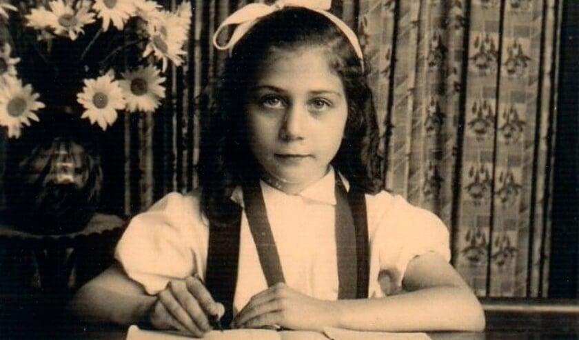 Lucienne Raap-Blumenthal tijdens haar jeugd in Antwerpen.