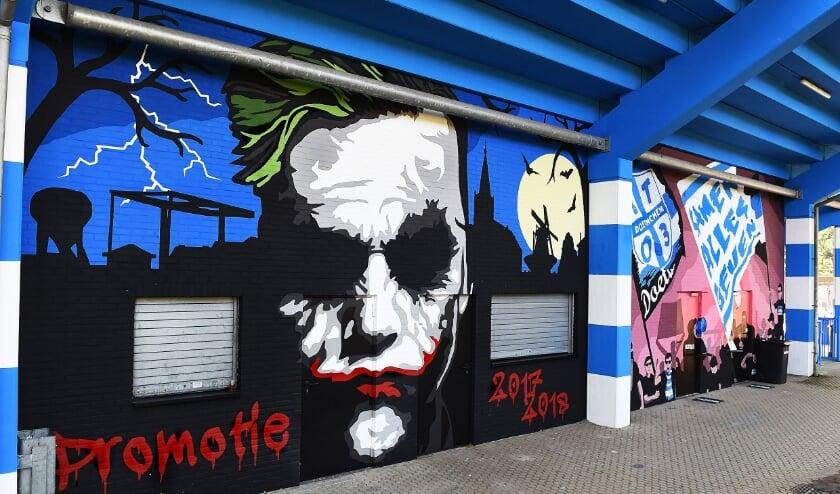 <p>Muurschildering op de Vijverberg.</p>