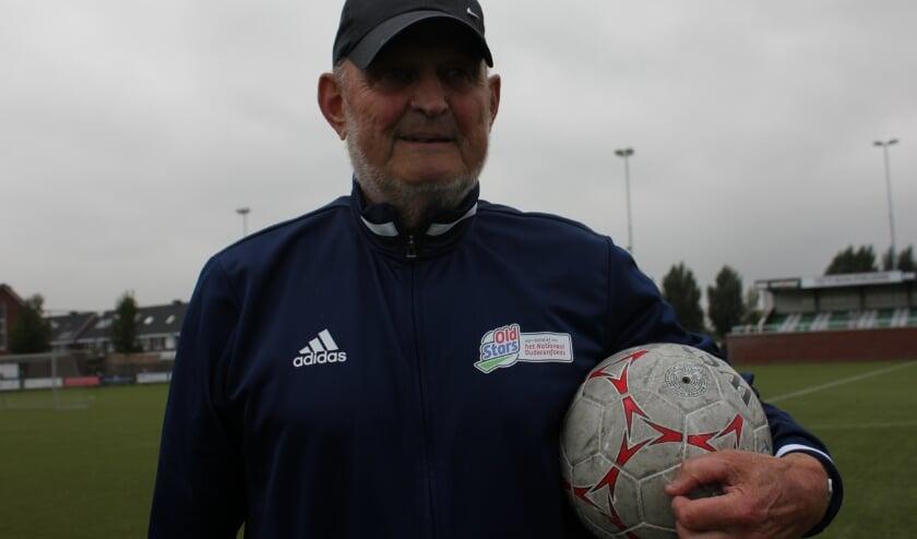 <p>De 77-jarige sportambassadeur Wim Vermeulen is wekelijks te vinden op de groene mat en voelt zich fitter dan ooit. Foto: Wendy van Lijssel</p>
