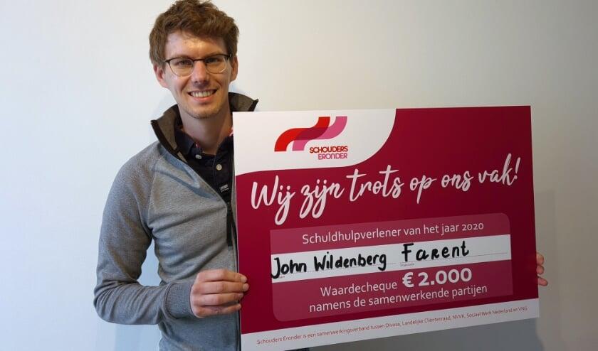 <p>John Wildenberg met de gewonnen cheque, die hij doorgeeft aan Quiet Den Bosch. &quot;Die zet zich op een mooie manier in voor mensen in armoedesituaties.&quot;&nbsp;</p>