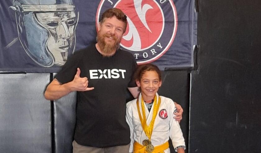 <p>Medaille winnaar Feline Tweeboom met haar trotse coach.</p>