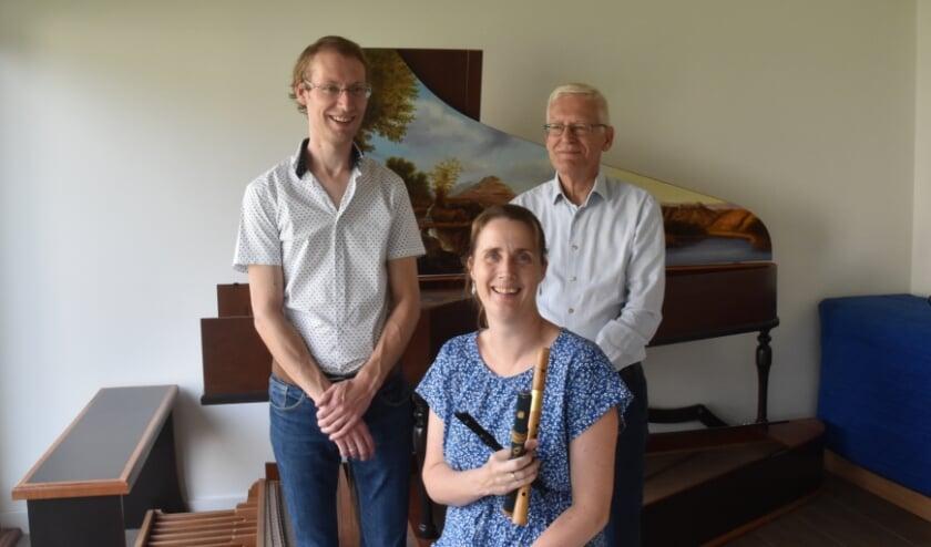 <p>Henk en Eelco Kooiker met fluitiste Evelien Wolting met wie zij eerder samen musiceerden.&nbsp;</p>