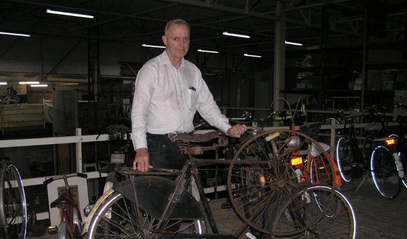 <p>Bob met de Zwitserse legerfiets en houten wielen aan het stuur. Het museum is open tijdens winkeltijden.&nbsp;</p>