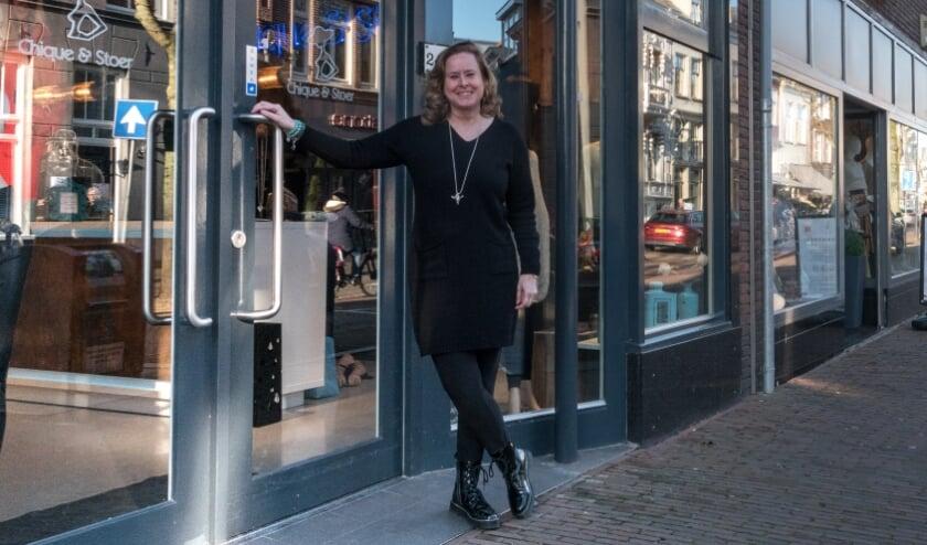 <p>Natascha Ligthart, eigenaar van Chique &amp; Stoer in Zaltbommel, doet haar best om online zichtbaar te blijven, in de hoop dat klanten na de lockdown weer terugkomen.</p>