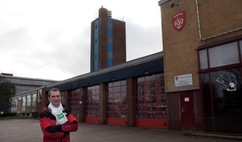 <p>D66 schaduwraadslid Jelle Hordijk bij de brandweerkazerne in Veenendaal.</p>