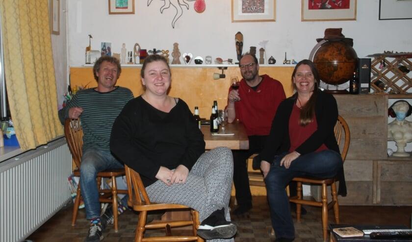 De vier auteurs van het feuilleton. Van links naar rechts: Louis van Oort, Loes Floor, Arthur Eerelman-Hanselman, Martine Eerelman-Hanselman.