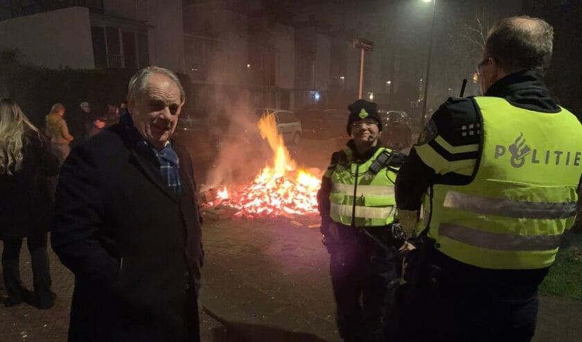 <p>&nbsp;Burgemeester Bas Verkerk tijdens zijn ronde door Rijswijk afgelopen nacht. </p>