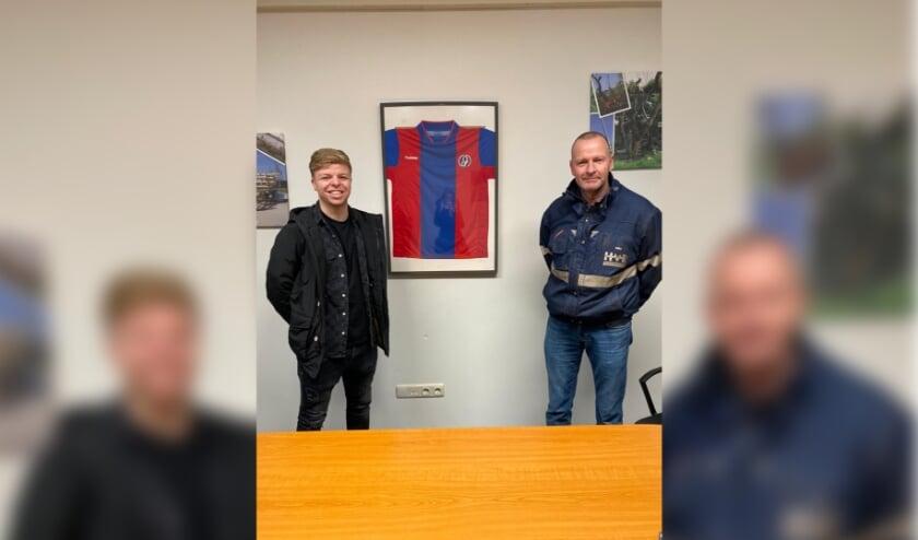 <p>Jorn Hiensch (links) speelt volgend seizoen voor VVA Achterberg. (Foto: Eigen foto)</p>