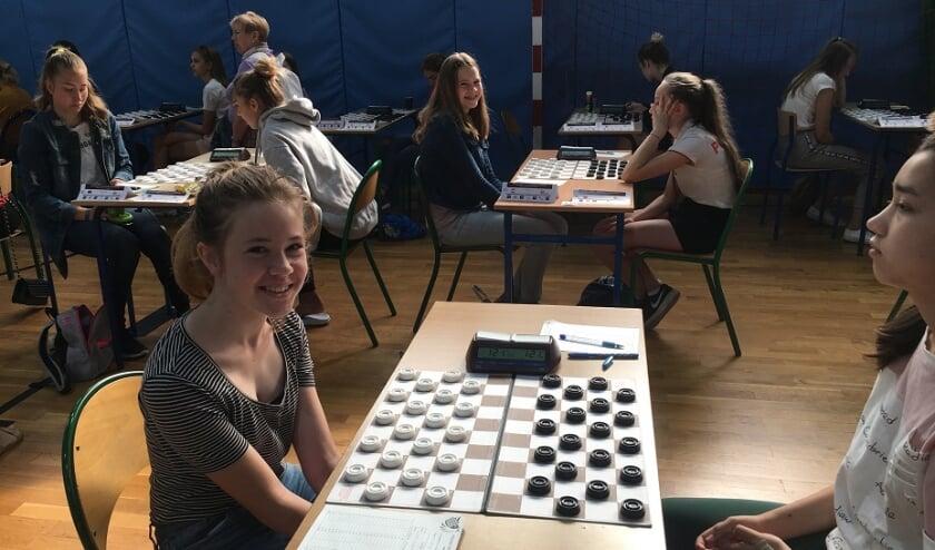 <p><strong>Luise (voorgrond) en Marie Gabbert waren voor WSDV samen goed voor zeven punten.&nbsp;</strong><strong>Foto: WSDV</strong></p>