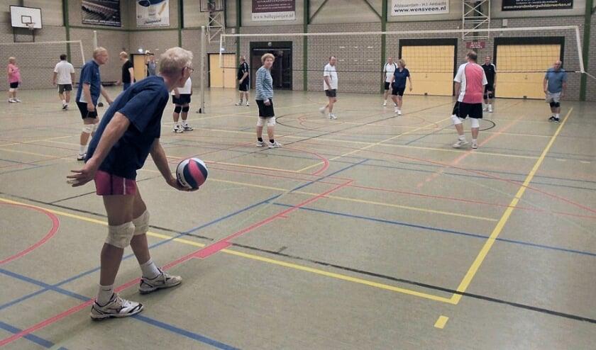 <p>REVO '80 hoopt weer snel lekker te kunnen volleyballen. (Foto: John de Pater)</p>