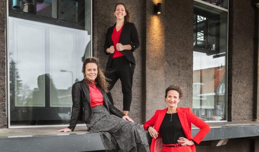 <p>Boven Isla Sint-Bouwman, midden Sandra Koppenhofer, voor Karin Karstens.</p>