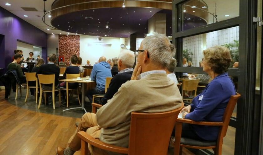 <p>DementieCaf&eacute; Veldhoven sluit fysiek de deuren, maar opent de mogelijkheden van internet via het YouTube-kanaal van SWOVE. FOTO: Picasa.</p>