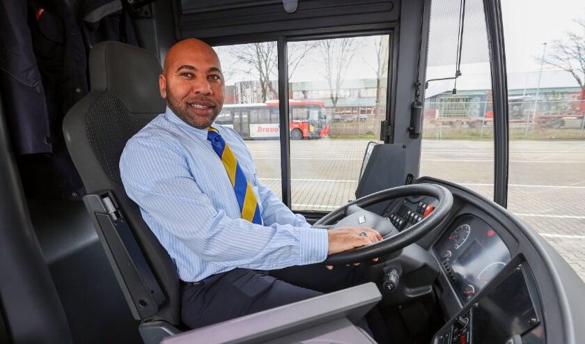 <p>Martis Jurensly (36) is buschauffeur in het streekvervoer en rijdt vooral in de dorpen rond Eindhoven en ook lijn 20 via Airport naar het MMC in Veldhoven. FOTO: Bert Jansen.</p>