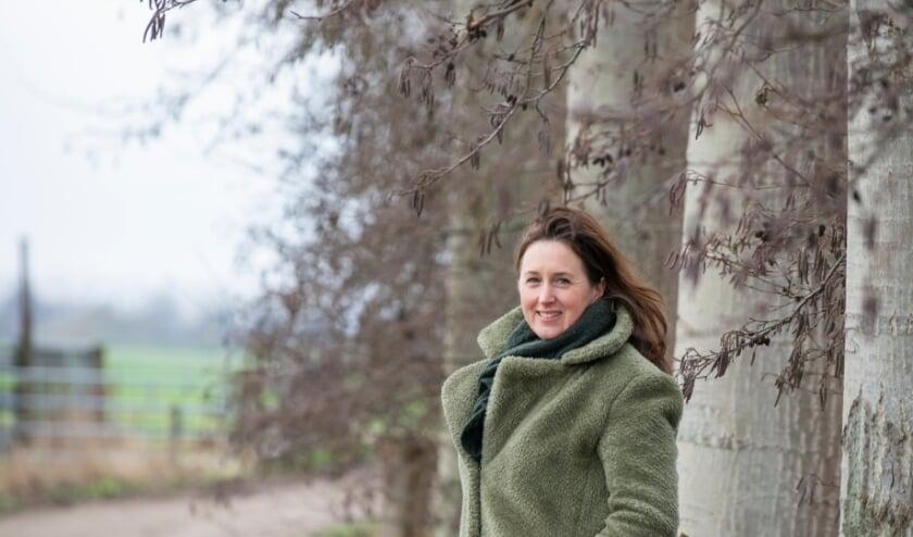 <p>De Wandeling van de week wordt deze keer gelopen met buitentherapeut Maaike Boersma. Een belangrijk deel van haar aanpak draait om wandelen en natuur. Foto: Dennis Dekker, www.mediamagneet.nl</p>