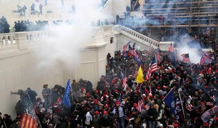 Als een leger woedende Orks bestormden aanhangers van Trump het Capitool, normaliter een van de 'heiligdommen' van de Amerikaanse democratie.