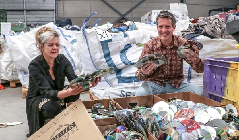 <p>Wilma Voortman en Maarten van Dongen, respectievelijk directeur van Kringloop Zwolle en projectleider Circulaire Economie bij Natuur en Milieu Overijssel. &nbsp;</p>