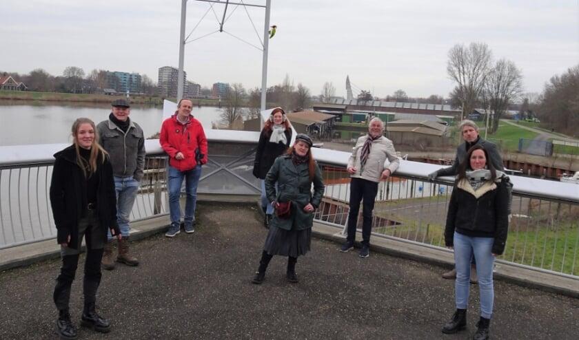 <p>Van links af Meike Beumer, John Beumer, Emile Hoogterp, Anke Jansen, Sandy Vogelzang, Joop Steinvoorte, Bert Kamerman en Aurelia de Vries.&nbsp;</p>