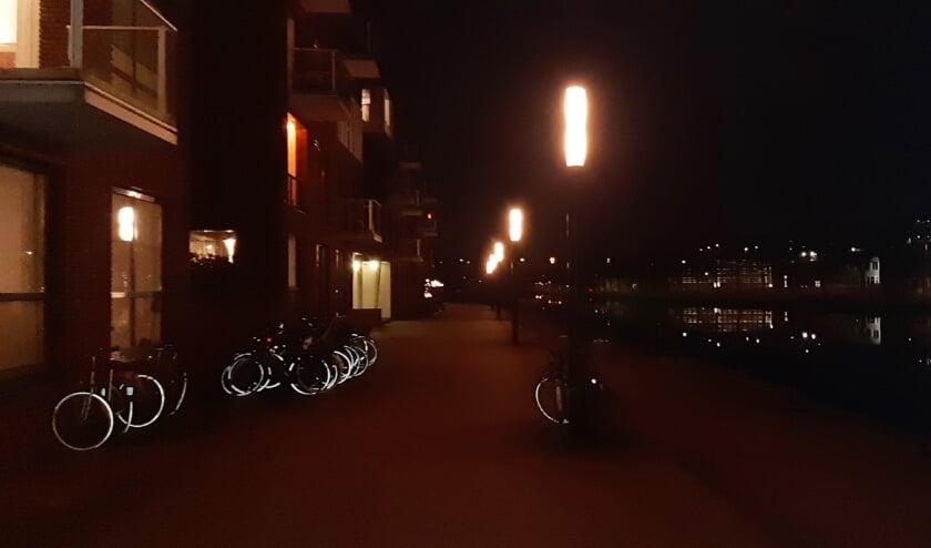<p>Een volledig uitgestorven Neerlandiakade in Utrecht, direct na het ingaan van de avondklok op zaterdagavond. (Foto: Bert Nijenhuis)&nbsp;</p><p><br></p><p><br></p>