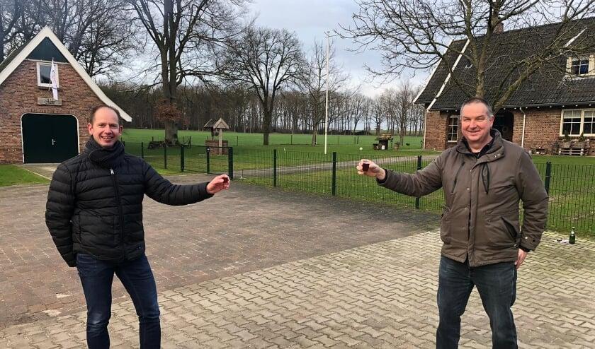 <p>De komende en de gaande man. Links Harry Ebrecht, rechts Antoon Klein Twennaar.</p>