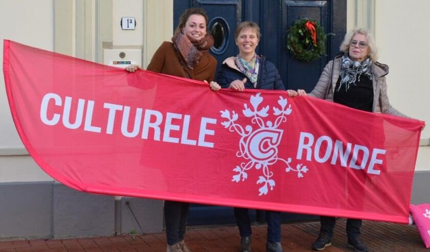 <p>Organisatie Culturele Ronde v.l.n.r.: Ivanka de Ruijter, Laura van den Boogaard en Elisabeth Zaayer.</p>