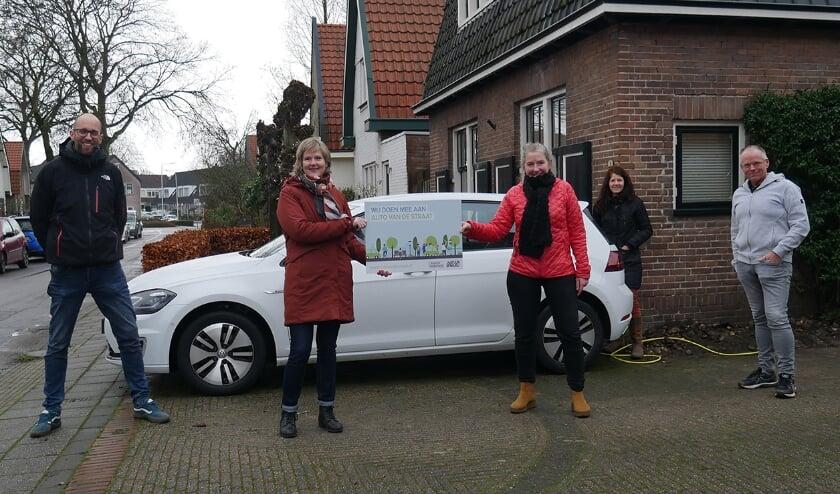 <p>Deelnemers aan de actie 'Auto van de Straat'.&nbsp;</p>