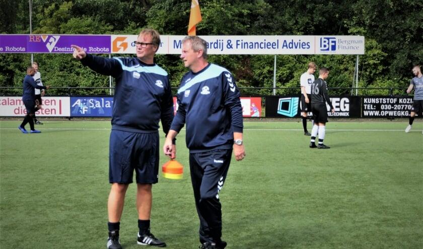 <p>&quot;Ik denk niet dat de competitie wordt voortgezet&#39;&#39;, zegt Gerrit Plomp (rechts), hier met assistent-trainer Ramon Bongers. Foto: Thijs Middelkoop</p>