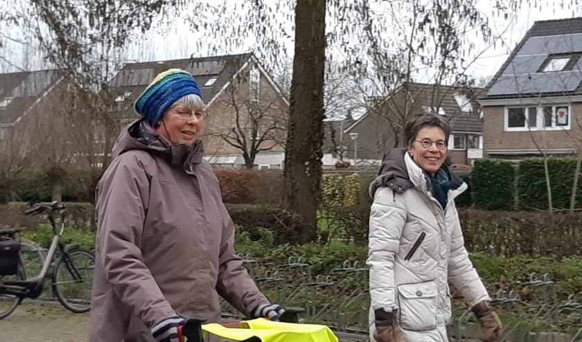 Aafke en Marijke aan het winterwandelen