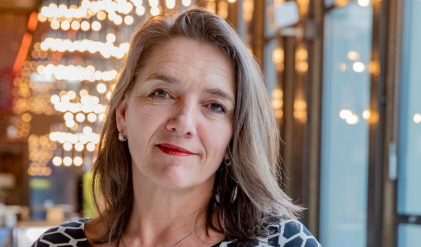 """<p>Mirjam Barendregt, initiatiefnemer en directeur van Orpheus: """"We zoeken 55 Apeldoornse werkgevers, ondernemers en beleidsmakers die 55 Apeldoornse jongeren uit deze grote groep gaan ondersteunen."""" (foto Rob Voss)</p>"""
