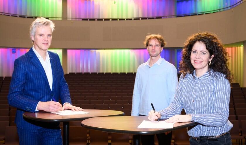 <p>Rob van Steen, directeur Theaters Tilburg, Frank Adams, dirigent Kamerata Zuid en Marieke Machado-Veekens, zakelijk leider van Kamerata Zuid </p>