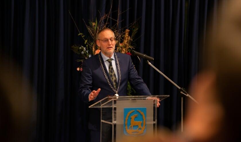 <p>Burgemeester Tom Horn van de gemeente Epe houdt bijzondere online nieuwjaarstoespraak.&nbsp;</p><p>Zie hier een archiefopname waarin de burgemeester aan het woord is.&nbsp;</p><p>Foto: Dennis Dekker, www.mediamagneet.nl</p>