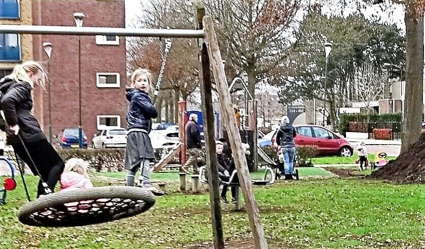 <p>De speeltoestellen werden direct al uitgeprobeerd! (Foto&#39;s: Dick Wevers)</p>