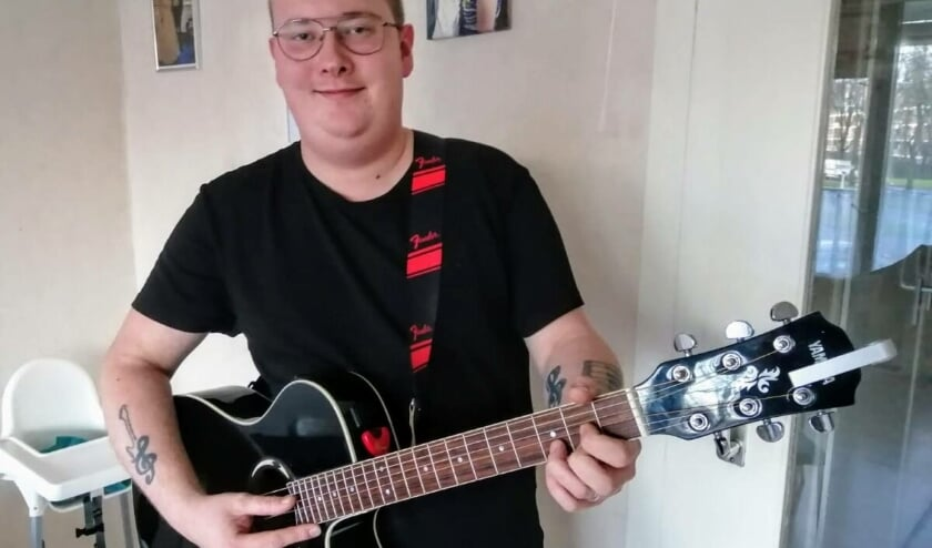 <p>De passie voor muziek is groot bij Mike (indebuurt.nl/delft)</p>