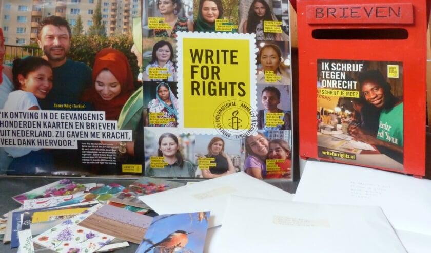 <p>Schrijf mee en zorg ervoor dat onschuldigen uit de gevangenis komen. Foto: Amnesty-groep Boskoop </p>