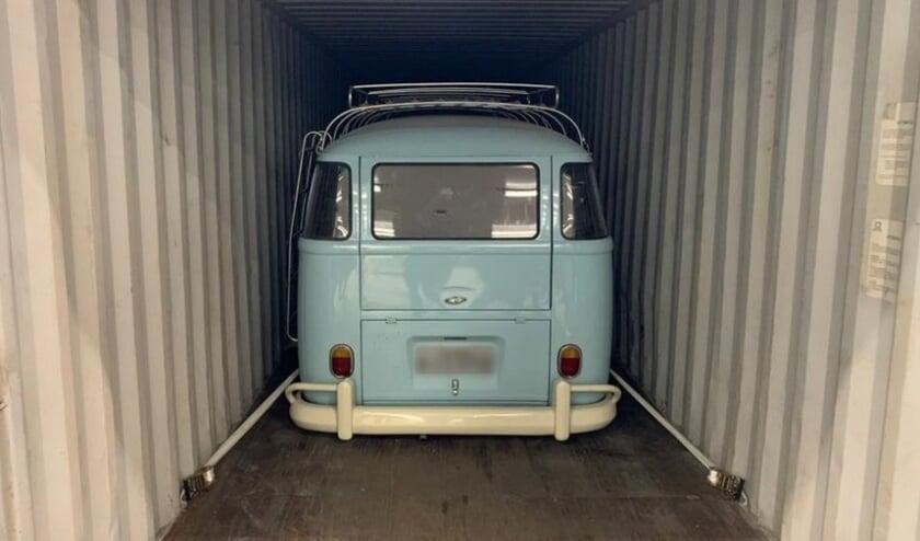 <p>Coca&iuml;ne gevonden in een container met twee oude Volkswagen busjes uit Brazili&euml;.</p>