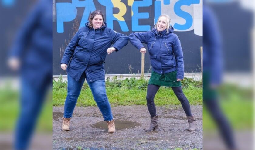 <p>Sarah Verkruijssen (rechts) van Stichting Naburen en Christianne Hennipman (links) van Boerderij De Bonte Parels zetten met veel enthousiasme samen de zorggemeenschap op.<br>Credits: Petra Cremers Fotografie</p>