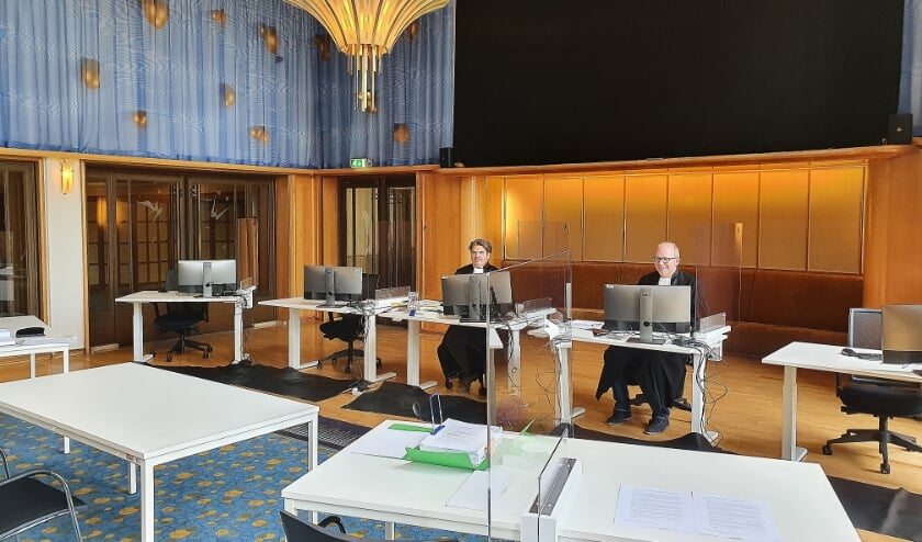 <p>Om voor de fysieke zittingen te kunnen voldoen aan de huidige eis van 1,5 meter is extra ruimte nodig.</p>