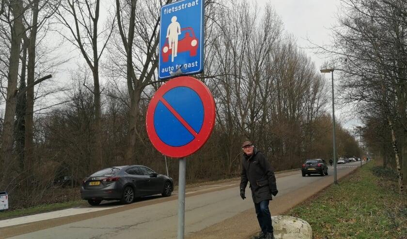 <p>De Broekpolder is vooral in het weekend in trek bij dagjesmensen, maar ondanks dat de auto te gast is op de Watersportweg wordt er geen rekening gehouden met fietsers en wandelaars. Foto: Peter Spek</p>