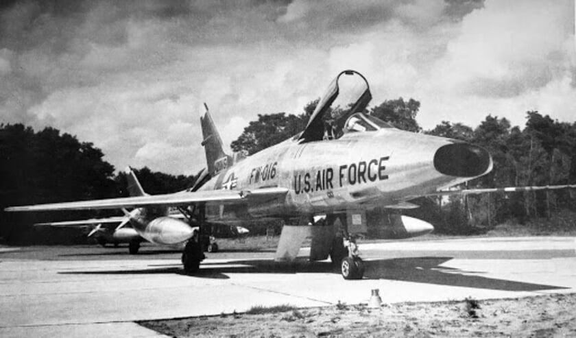<p>De F-100 is onlosmakelijk verbonden met de Vliegbasis Soesterberg, waar het NMM is gevestigd. Eigen foto</p>