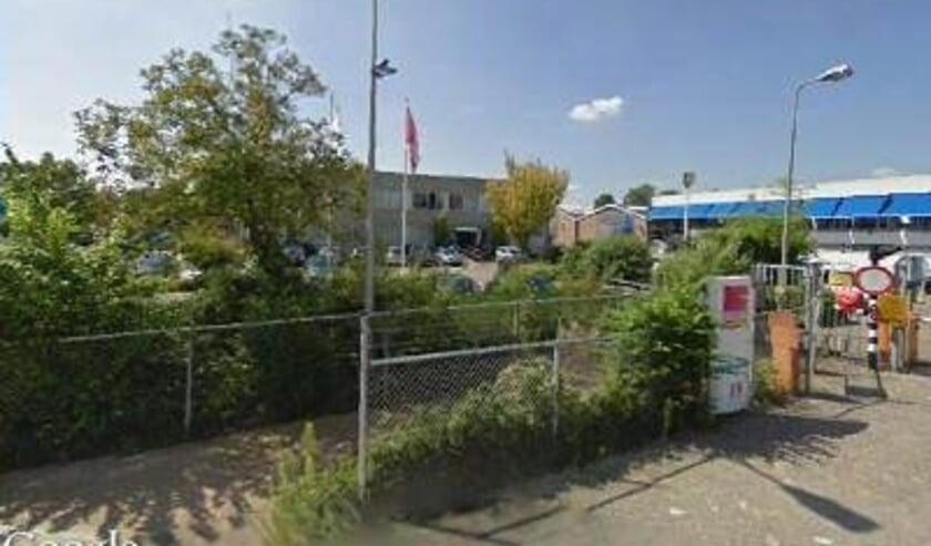 <p>De ingang van Trivium Ardagh aan de Rozenstraat in Veenendaal. Door de sluiting van het bedrijf staan straks 130 man op straat. (Foto: Google Streetview)</p>