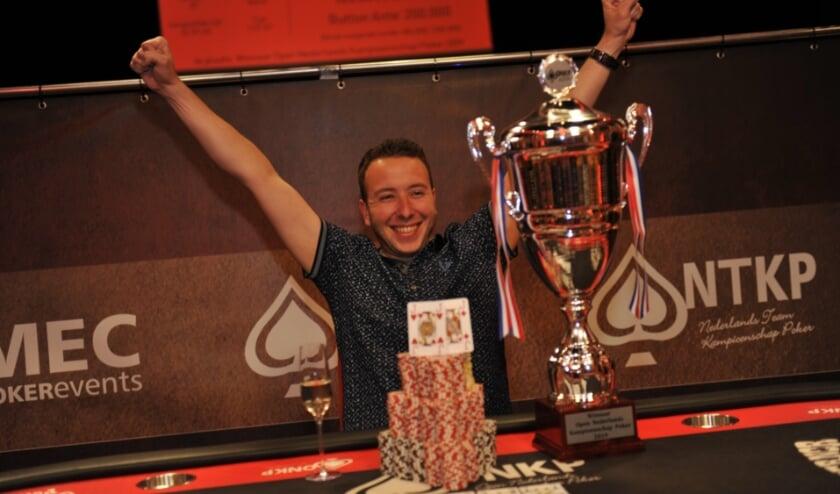 <p>De winnaar van de online voorronde krijgt de titel &lsquo;Online Pokerkampioen van Kerkdriel 20/21&rsquo; die gepaard gaat met een mooie trofee. Foto: Anke Rijksen.</p>