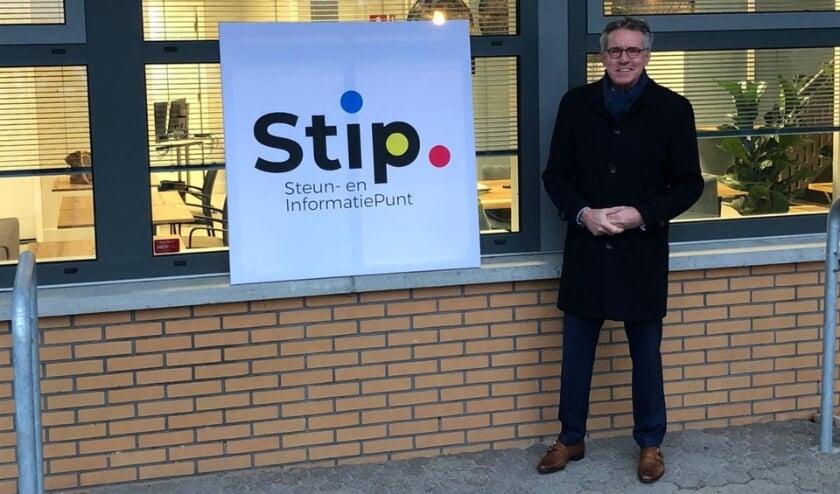 Wethouder Jan Berkhoff heeft het naambord van STIP aan de Sportlaan onthuld.