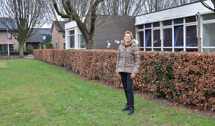<p>Yrsa Wehrmeijer op het terrein bij de Wilhelminaschool.</p>