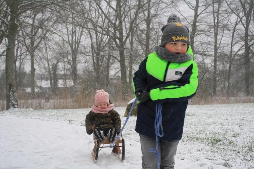 <p>Een leuke winterfoto van Nathan en Tamar Vergouwe, ingestuurd door hun oma Anja de Bruine. De sneeuwval geeft positieve energie, positiviteit. En dat wil de gemeente Goes vasthouden met #FeelGoes.</p>