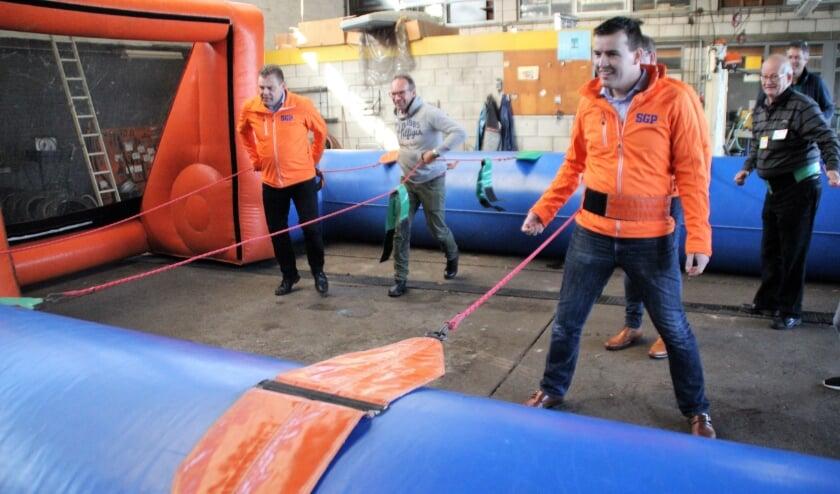 <p>Bij de vierde editie van Nunspeet Verbindt was het team van de SGP bij het spel Tobbende Topscorers wel aangelijnd.</p>
