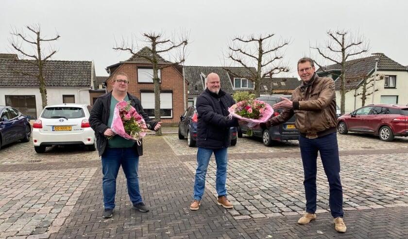 <p>Bloemen aangeboden door bloemisterij Leo Akkerman.. (fto Peter van Brakel/Oranjevereniging Beesd)</p>