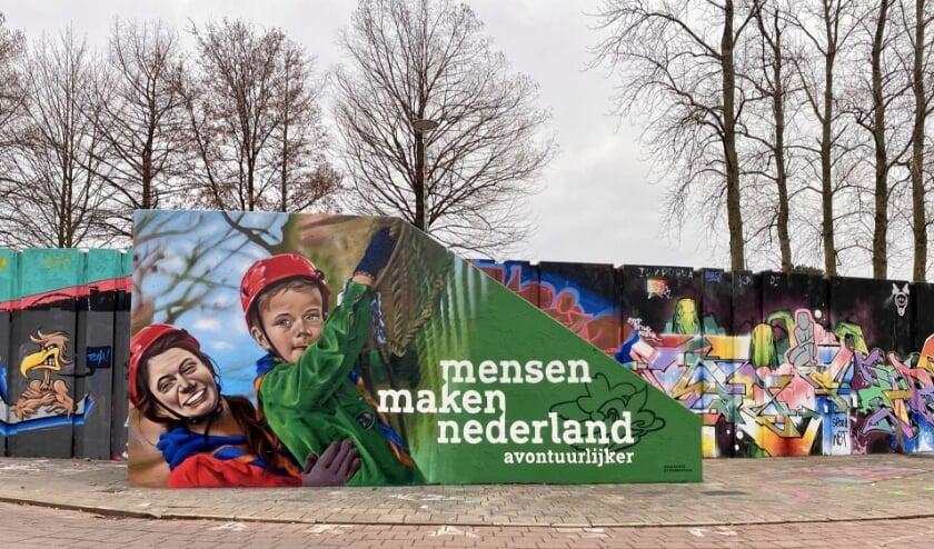 <p>De modellen op de tekening zijn een leidster en een jonge scout uit de leeftijdsgroep van de welpen (7-11 jaar) van de Eindhovense Scoutinggroep Wielewaal .</p>