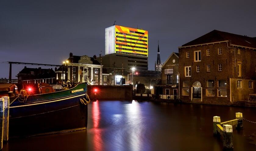 <p>Op de toren werk van Jan Willem Campmans van LiGHT UP COLLECTIVE. (Foto: Aad Hoogendoorn)</p>