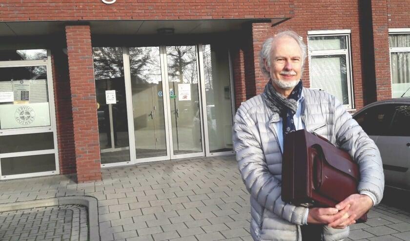 <p>Dokter Meijer had ooit zijn praktijk bij zijn woonhuis aan de Margrietlaan. Nu werkt hij al 10 jaar samen met collega&rsquo;s in het Zorgpunt..</p>