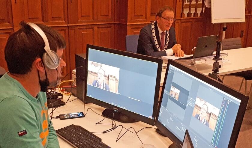 <p>De bijeenkomst startte met een welkomstwoord van burgemeester Janssen.</p>